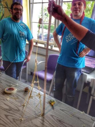 Baue einen Turm aus 20 Spaghetti